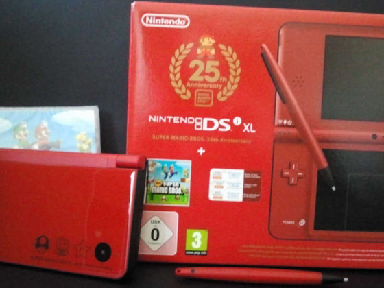 Nintendo DSi XL Super Mario Bros. 25th Anniversary Edition
