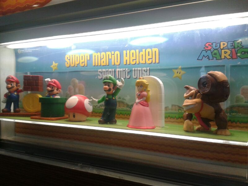 Super mario figuren ab sofort in jedem happy meal bei